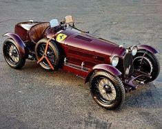 1933 ex-Scuderia Ferrari Alfa Romeo 2600 Monza Alfa Romeo 8c, Alfa Romeo Cars, Alfa Cars, Alfa 8c, Vintage Race Car, Retro Cars, Amazing Cars, Courses, Luxury Cars