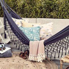 Die perfekte Hängematte für Garten und Terrasse: Hängematte im Boho-Stil von Impressionen | LIVING AT HOME
