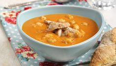 Hot suppe med svinekjøtt Spicy Recipes, Soup Recipes, Chickpea Soup, Curry Rice, Falafel, Cheeseburger Chowder, Hummus, Thai Red Curry, Favorite Recipes