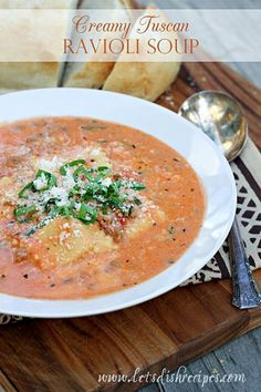 Creamy Tuscan Ravioli Soup: A creamy tomato based broth is loaded with cheesy ravioli, fresh spinach and Italian sausage in this hearty, crowd-pleasing soup the whole family will love. Tuscan Recipes, Italian Recipes, Soup Recipes, Cooking Recipes, Ravioli Soup, Cheese Ravioli, Ravioli Lasagna, Tortellini Soup, Italian Soup