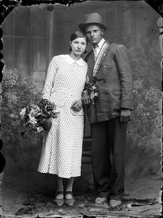 7 Pre-War Romanians Brought To Colourful Life In A Stunning Fantasy World Old Photography, Conceptual Photography, Old Photos, Vintage Photos, Black N White Images, Black And White, Fresh Image, Here Comes The Bride, Fantasy World