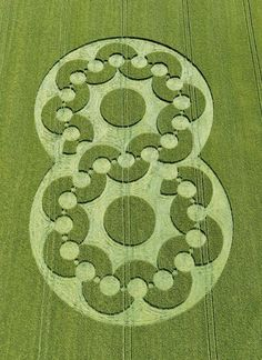 The Beautiful World of Crop Circles (Photo Gallery) - Karma Jello Crop Circles, Aliens And Ufos, Ancient Aliens, Circle Art, Circle Design, Graffiti, Ikebana, Sacred Geometry, Geometric Shapes