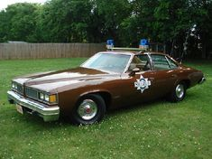 Sheriff Buford T. Justice car from Smokey, and The Bandit. Old Police Cars, Old Cars, Radios, Police Siren, Emergency Vehicles, Police Vehicles, Smokey And The Bandit, Police Patrol, Counting Cars