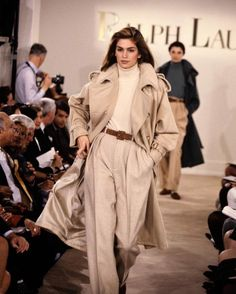 Cindy Crawford Ralph Lauren runway 1991 -- 26 year old fashion, but still in style. 80s Fashion, Look Fashion, Runway Fashion, Winter Fashion, Vintage Fashion, Fashion Outfits, Fashion Design, Vintage Clothing, Luxury Clothing