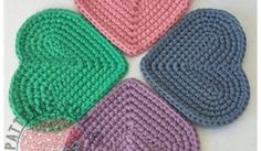 [Free Pattern] Cute Simple Heart Shaped Coasters - Knit And Crochet Daily Crochet Coaster Pattern, Crochet Headband Pattern, Crochet Motif, Free Crochet, Knit Crochet, Crochet Hearts, Crochet Squares, Irish Crochet, Crochet Stitches