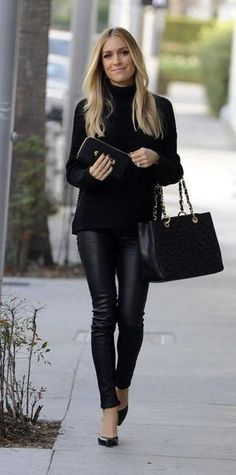 Leather Pants Outfit Ideas Pictures leather leggings outfit for work on stylevore Leather Pants Outfit Ideas. Here is Leather Pants Outfit Ideas Pictures for you. Leather Pants Outfit Ideas how to choose your leather trousers outfit. Legging Outfits, Leather Leggings Outfit, How To Wear Leggings, Leggings Fashion, Leggings Store, Cheap Leggings, Printed Leggings, Outfits With Leather Pants, Black Leather Pants