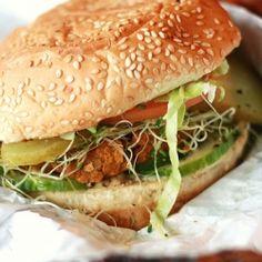 101 Veggie Burger Recipes - The Best In Meat Free Burgers! (Vegan and Vegetarian) Lentil Burgers, Vegan Burgers, Meatless Burgers, Quinoa Burgers, Turkey Burgers, Burger Recipes, Vegetarian Recipes, Healthy Recipes, Vegan Blogs