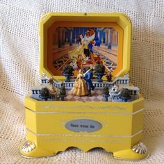 This is such a cute Beauty and the Beast music box 🎵🎶🎵