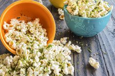 Do your kids love eating popcorn & can't resist? Check our list of popcorn recipes for kids to try out today. Kids Popcorn Recipes, Popcorn Toppings, Healthy Popcorn, Popcorn Flavours, Flavoured Popcorn, Popcorn Seasoning, Bbq Seasoning, Skinny Recipes, Easy Healthy Recipes