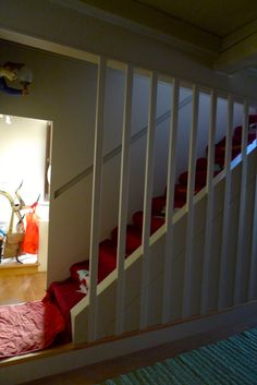 scala in arredo realizzata in legno  separa lo spazio privato dallo spazio comune appartamento privato