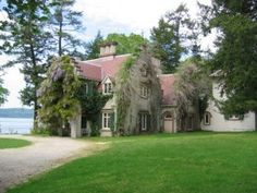 Author Washington Irving's Dutch Plantation style home, Sunnyside, in Tarrytown, NY. The Hudson Valley. Sunnyside Washington, Sleepy Hollow Halloween, Tarrytown New York, Sleepy Hollow Cemetery, Legend Of Sleepy Hollow, Famous Places, Day Trip, Beautiful Places, Headless Horseman