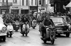 Mods in Hastings on vespa and Lamboretta scooters in 1964