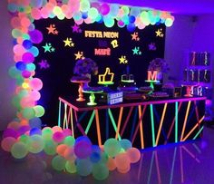 Neon and glow party ideas – bar mitizvah, bat mitzvah, teen parties, quinceaneras and birthday parties – 2019 - Birthday ideas Neon Birthday, 13th Birthday Parties, Birthday Party For Teens, Cool Birthday Cakes, Birthday Balloons, Party Themes For Teenagers, Birthday Ideas, Glow Party Decorations, Birthday Party Decorations