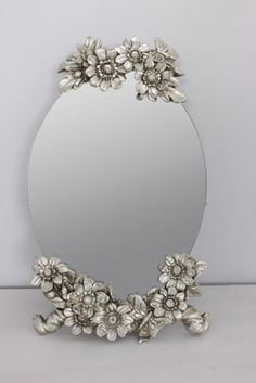 DIY craft: inspiration for a small mirror on a stand. Just spray paint flowers silver or gold and apply to mirror. Jewels for Patti M DIY home decor Spray Paint Flowers, Vintage Items, Vintage Jewelry, Vintage Dressing Tables, Diy Mirror, Sunburst Mirror, Table Mirror, Vintage Mirrors, Beautiful Mirrors