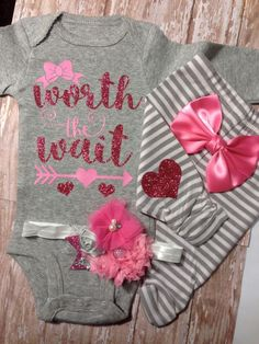 Baby girl coming home outfit, baby girl outfit, outfit, take home outfit, baby… Girls Coming Home Outfit, Take Home Outfit, Baby Girl Fashion, Kids Fashion, Fashion Ideas, Little Mac, Future Daughter, Future Baby, My Baby Girl
