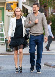 Diane Kruger Photos - Diane Kruger & Joshua Jackson Out For A Stroll In New York - Zimbio