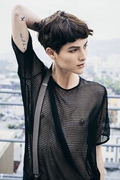 Heather Kemesky Fan Page Androgynous Girls, Androgynous Fashion, Pixie Hairstyles, Cool Hairstyles, Hair Inspo, Hair Inspiration, Pretty People, Beautiful People, Bowl Cut