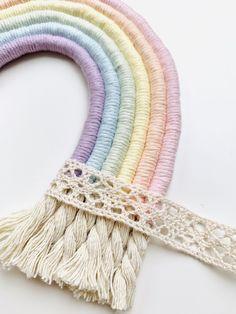 Macrame Art, Macrame Projects, Boho Diy, Bohemian Crafts, Macrame Patterns, Yarn Crafts, Rope Crafts, Diy Crafts To Sell, Etsy