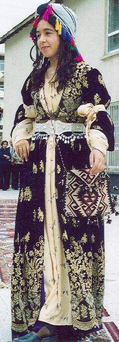 A traditional festive costume of the province of Hakkâri (Southeast Turkey).  Ethnic group: Kurdish.  2nd half of the 20th century.