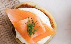Smoked Salmon on Potato Cakes cooked, mashed potatoes flour 2 eggs… Best Smoked Salmon, Smoked Salmon Recipes, Irish Appetizers, Irish Dinner, Dinner Club, Natural Yogurt, Potato Cakes, Irish Recipes, Seafood