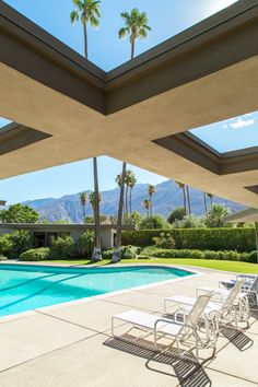 🌟Tante S!fr@ loves this📌🌟Modernism Week The Frank Sinatra Palms Springs Estate - Mid Century Home Palm Springs Houses, Palm Springs Style, Modernism Week, Villa, Modern Architects, Mid Century House, Mid-century Modern, Modern Pools, Modern Decor