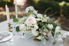 Rosegolden Flowers / Leslie Hollingsworth Photography. White and green with pops of pale pink.