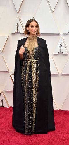 Natalie Portman at the Oscars 2020 - Natalie Portman in Dior Haute Couture ensemble and Cartier jewelry @ Oscars 2020 - Dior Haute Couture, Jane Fonda, Rooney Mara, Charlize Theron, Penelope Cruz, Brad Pitt, Scarlett Johansson, Marie Claire, Natalie Portman Oscar