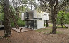 Completed in 2015 in Mar Azul, Argentina. Images by Daniela Mac Adden. Mar Azul, a seashore town in Villa Gesell Department, neighboring Mar de las Pampas, had its sand dunes terrain divided into a grid pattern. Its...