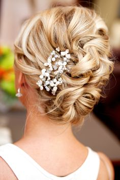 Natural, loose updo. #weddinghair
