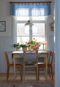 Kitchen Colors: 60 Ideas, Tips and Combinations - Home Fashion Trend Rustic Kitchen Design, Kitchen Decor, Elsie De Wolfe, Deco Addict, Farmhouse Kitchen Cabinets, Kitchen Taps, Minimalist Kitchen, Luxury Kitchens, Kitchen Colors