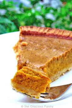 Clean Eating Pumpkin Pie | Pie | Recipes | Clean Eating | Healthy Desserts ~ https://www.thegraciouspantry.com