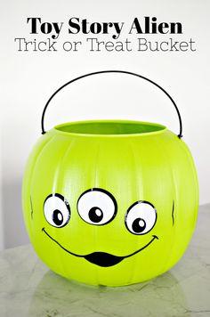 DIY Toy Story Alien Trick or Treat Bucket #CricutMade #CricutMaker