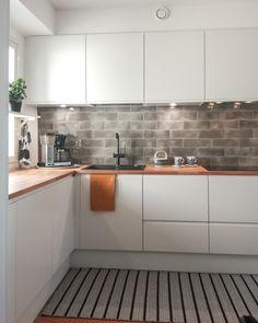 II-KEITTIÖ KUVIA 8 – Puustellin Keittiögalleria Kitchen Cabinets, Home Decor, Decoration Home, Room Decor, Cabinets, Home Interior Design, Dressers, Home Decoration, Kitchen Cupboards