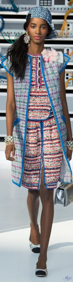 Spring 2017 Ready-to-Wear Chanel