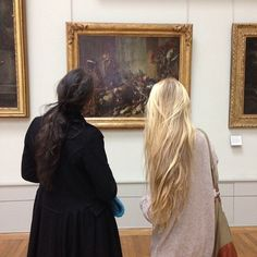 Musée de Louvre (at Musée du Louvre) Simply LOVE the hair in this picture! OH the art is amazing too. Hair Day, Your Hair, Mode Outfits, Hair Looks, Pretty Hairstyles, Hair And Nails, Hair Inspiration, Strawberry Blonde, Hair Makeup
