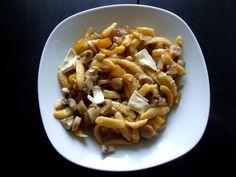 German Spaetzle with Mushrooms and Camembert. German Spaetzle, Sweet Chestnut, Sunny Days, Pasta Salad, Baking Recipes, Shake, Stuffed Mushrooms, Ethnic Recipes, Food