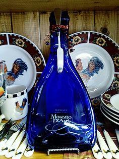 Blue Moscato Bottle Plate - www.WineYesPlease.com