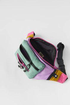 RIÑONERA TÉCNICA MULTICOLOR - Morado   ZARA España Purple Bags, Zara United States, Coin Purse, Belt, Wallet, Zip, Zippers, Tejidos, Belts