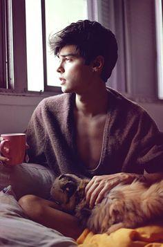 vini uehara | Tumblr Androgynous Boy, Perspective Photography, Photography Poses For Men, Teenage Dream, Boy Photos, Tumblr Boys, Cute Gay, Attractive Men, Handsome Boys
