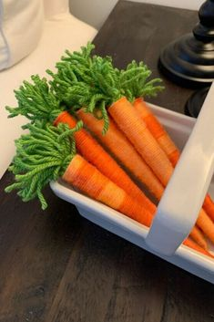 Spring and Easter are right around the corner, and crafting for them is what's getting us through this long winter. These fun wool carrots are just the thing for a rainy afternoon! Dining Table Makeover, Diy Dining Table, Diy Coffee Table, Easy Easter Crafts, Easy Crafts, Easy Diy, Easter Decor, Easter Ideas, Diy Laptop