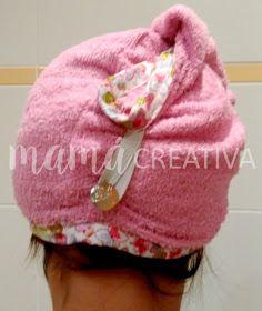 Hola ¿qué tal?     Ahora que vuelve el frío y ya no podemos dejar secar el pelo al aire, es muy útil utilizar este tipo de turbantes para a...