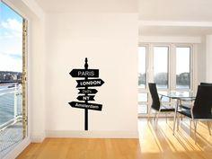 To gdzie dzisiaj? Własny drogowskaz na naklejce na ścianę do aranżacji wnętrza. Stickers, który zawsze wskaże Ci drogę do Rzymu, Paryża i innych wymarzonych miast