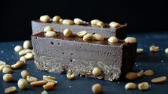Batoane de ciocolata cu arahide. Reteta pe www.chefa.ro Desserts, Food, Tailgate Desserts, Deserts, Eten, Postres, Dessert, Meals, Plated Desserts