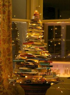 Maybe I'll do this instead of a traditional tree this year. Every book lovers Christmas dream! A leaf from a book (tree)! Christmas Tree Out Of Books, Harry Potter Christmas Ornaments, Noel Christmas, Christmas Decorations, Holiday Decor, Xmas Tree, Vintage Christmas, Narrow Christmas Tree, Holiday Tree