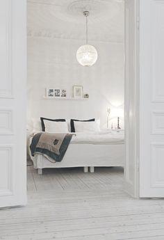 w-hitegoddess:  Click here for more white interior.