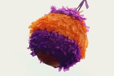 Having a pinata at your party is a great way to provide decoration and entertainment all in one. There's no need to go out and buy a pinata for your next party, though. With these simple steps you can build your own, and you might find. Star Pinata, Paper Mache Pinata, Paper Mache Diy, Como Fazer Pinata, Diy For Kids, Crafts For Kids, Kids Fun, How To Make Pinata, Carnival