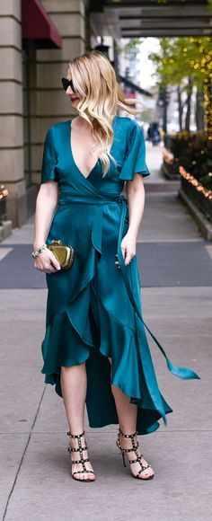 From a dress to a jumpsuit,Rent the Runwayhave so many beautiful options to slip into for just one night. What could make you feel more like Cinderella than thisemerald green wrap dress? Find out more here! Visions of Vogue blog #renttherunway #wrapdress  Green Temperley London silk wrap dress with ruffles!