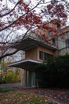 Robert and Cecelia Frank Residence,  Pittsburgh PA designed by Walter Gropius and Marcel Breuer :: 1940