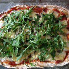 Pizza with rocket, artichokes and a bit of truffle oil #glutenfree #pizza #rocket #foodporn #artichokes #food #truffle