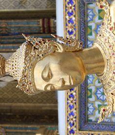 �galement appel� temple du Bouddha d'�meraude, le Wat Phra Kaew a �t� consacr� en 1782. C'est l'un des lieux de p�lerinage les plus fr�quent�s par les bouddhistes.
